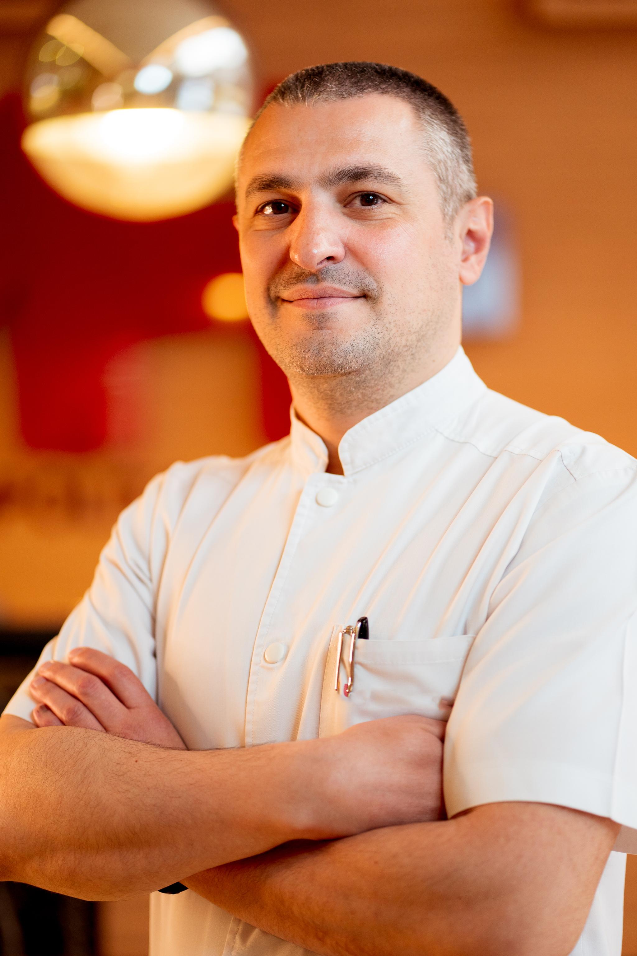 Dr. Daniel Dima